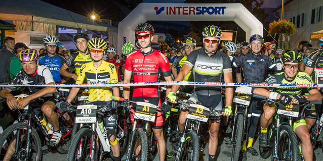 Startaufstellung Salzkammergut Trophy 2016 (Foto: Erwin Haiden)  v.l. Martin Ludwiczek (AUT), Cesnaková Milena (CZE), Andreas Seewald (GER), Ondřej Fojtík (CZE), Andi Goldberger (AUT) und Wolfgang Krenn (AUT)
