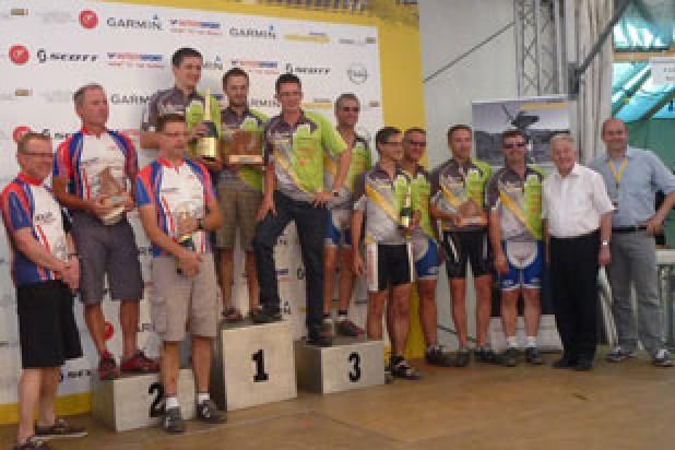 Siegerehrung MTB Gemeindemeisterschafen 2013 mit Landeshauptmann Pühringer (Foto: Salzkammergut Trophy)