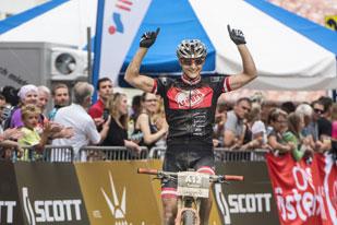 Sabine Sommer bricht den Streckenrekord (Foto: Marc Schwarz)
