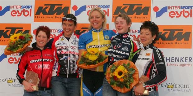 Esther Süss (SUI), Alexandra Hober (ITA), Anna Enocsson (SWE), Martina Deubler (AUT), Louis Daniela (SUI) - 2005 UCI Mountain Bike Marathon World Cup - (Foto: Erwin Haiden - Salzkammergut Trophy)