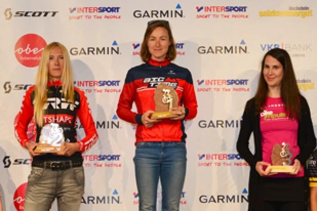 Siegerehrung Salzkammergut Trophy 2017 C-Strecke, Angelika Tazreiter, Anna Urban, Linda Muther (Foto: Joachim Gamsjäger)