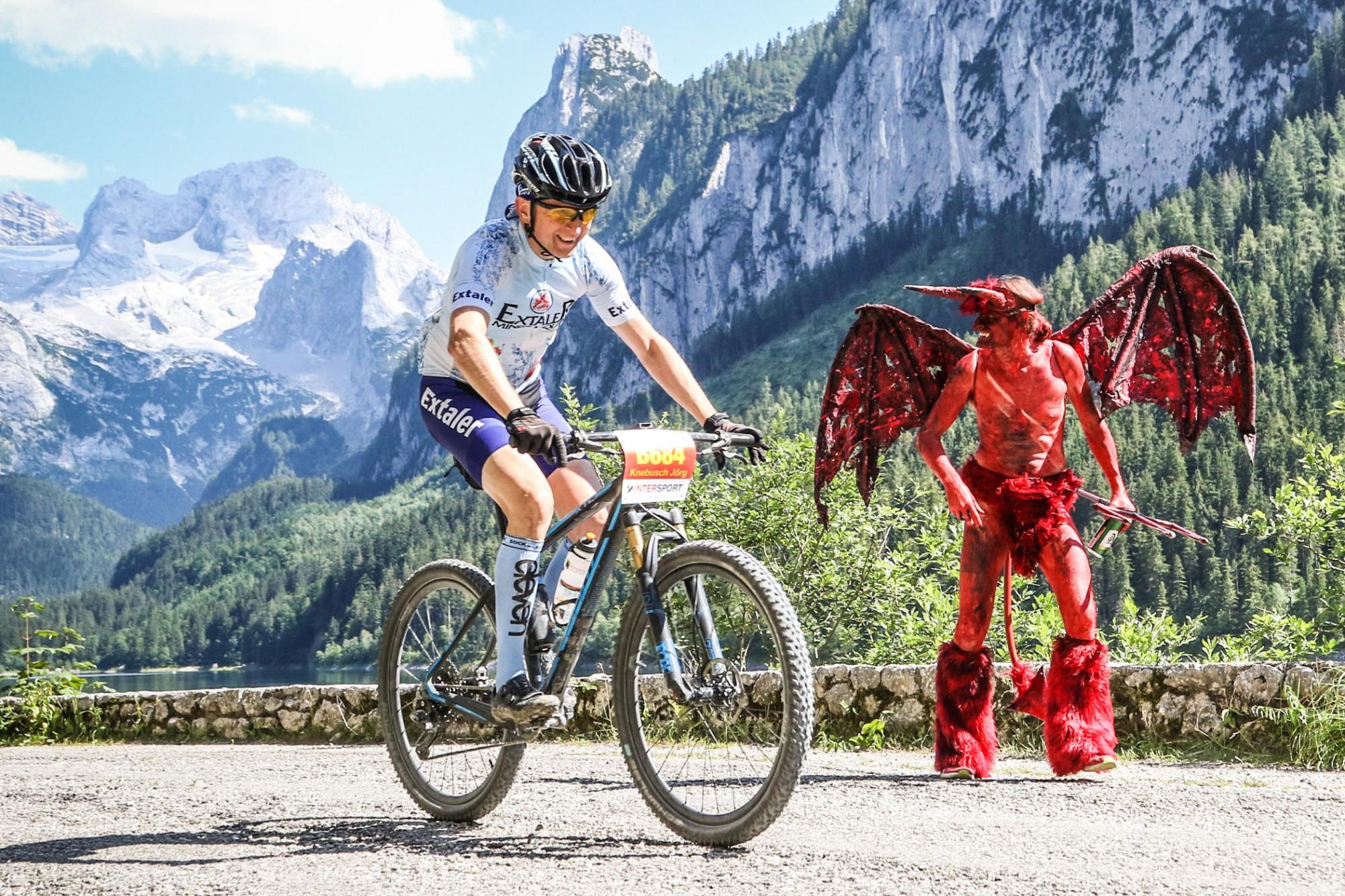 Salzkammergut Mountainbike Trophy 2017 - Startnummernausgabe Extremstrecke - Eingang zur Hölle (Foto: Martin Bihounek)
