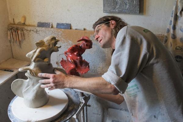 Hallstatt Keramik - Thomas Gschwandtner bei der Anfertigung der Trophäen (Foto: Peter Perstl)
