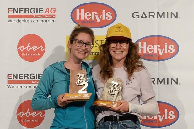 Caroline Rust (2. Platz) und Magdalena Umkehrer (1. Platz) - Sieger Salzkammergut Trophy 2021 - Gravel Marathon (Foto: Joachim Gamsjäger)